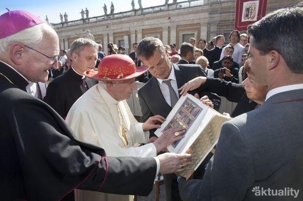 Zlatá biblia pre pápeža